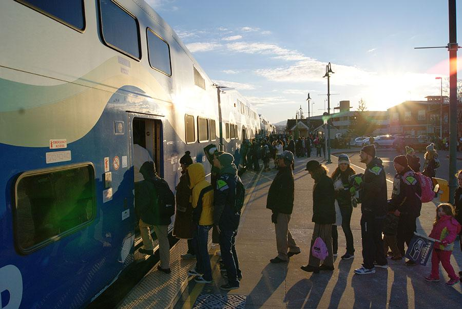 Lines+of+Seahawk+fans+board+SoundTransit+trains+at+the+Puyallup+train+station+early+Wednesday+morning%2C+heading+to+the+parade+to+celebrate+the+Seahawk+Superbowl+XXXXVIII%2C+Feb.+2.+
