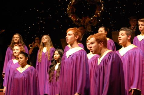 """The PHS chorus begins the concert with """"Psalite,"""" a carol by German composer Michael Praetorious."""