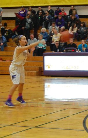 Sophomore Taylor Hammel throws the ball.