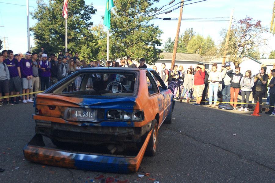 Homecoming car bash celebrates rivalry – The Viking Vanguard