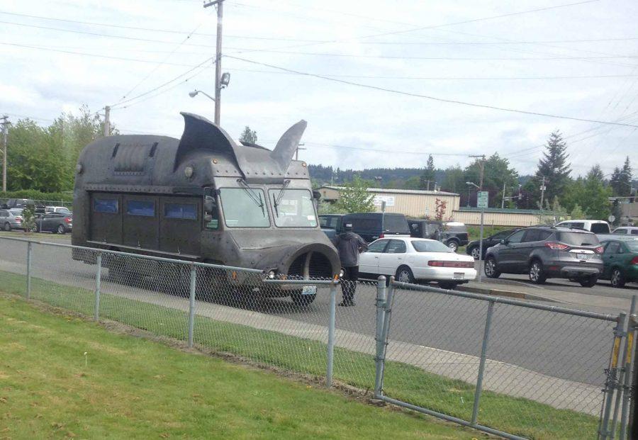 Maximus Minimus food truck serves Eagles special event