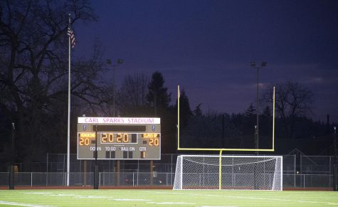 Washington state school districts turned on their stadium lights at 8:20 p.m. Friday, April 17 to honor the graduating seniors, class of 2020. This show of solidarity was one of the many things the school district is doing to celebrate the students, since many things, like prom, are cancelled or appearing in a different way.